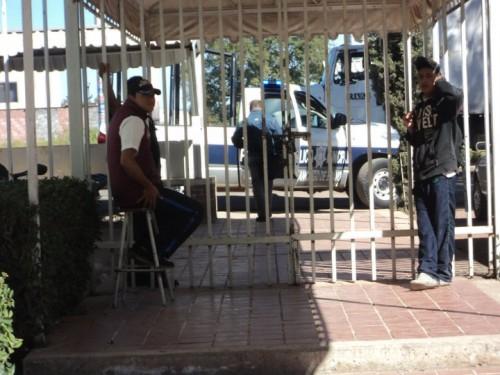 La policia enviada a reprimir a los maestros